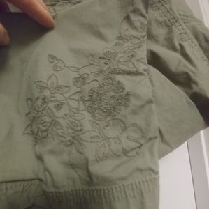 Faded Glroy crops w embroidery